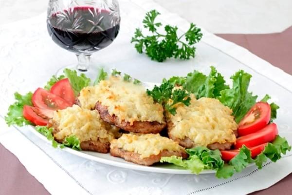 Мясо с помидорами и грибами под сыром в духовке рецепт 179