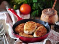 куриные котлеты на сковороде готовы
