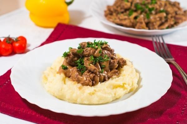 pechen'-po-stroganovski-klassicheskij-recept