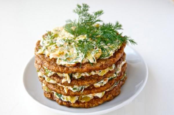 pechenochnyj-tort-recept-s-foto-poshagovo-s-kurinoj-pechenkoj