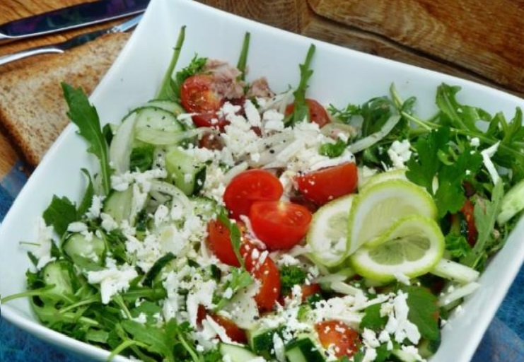salaty-na-den'-rozhdenija-legkie-i-vkusnye